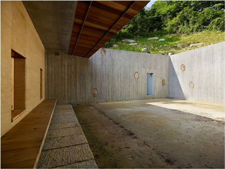 Delightful Rammed Earth Walls Provide All The Interior Spatial Divisions And The Walls  Facing Both Courtyards.