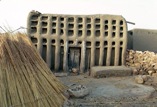 Lovely In Each Village In Dogon Country, Mali Exists A Large Family Dwelling,  Called A Ginna, That Is Reserved For The Spiritual Leader Of The Community.